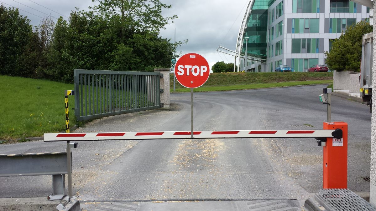 DMC Commercial Traffic Barrier